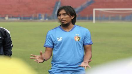 Pelatih Persik Kediri, Budi Sudarsono. - INDOSPORT