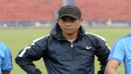 Pelatih Persik Kediri, Joko Susilo, berharap tim asuhannya bisa kembali terlibat pada turnamen pra musim sebagai sarana mematangkan persiapan jelang Liga 1. - INDOSPORT