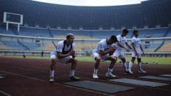 Indosport - Pelatih Persib Bandung, Robert Rene Alberts, menilai sangat penting kompetisi Liga 1 digelar kembali.