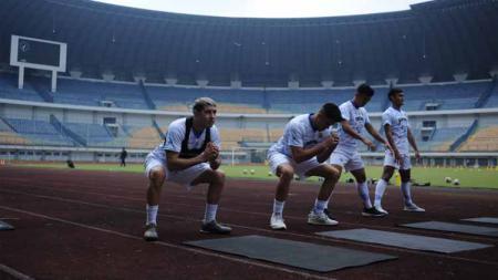 Klub Liga 1 Persib Bandung batal melakoni pertandingan uji coba menghadapi tuan rumah Tira Persikabo pada Sabtu (17/09/2020). - INDOSPORT