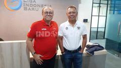 Indosport - Direktur Utama PT LIB, Akhmad Hadian Lukita (kiri) bersama Direktur Operasional, Sudjarno.