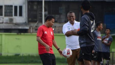 Manajemen PSMS Medan membantah adanya isu penggantian pelatih kepala, Philep Hansen, dari jabatannya. Apalagi home tournament Liga 2 2020 semakin di depan mata. - INDOSPORT
