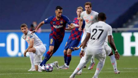 Sergio Busquets dalam laga perempatfinal Liga Champions 2019/20, Sabtu (15/08/20) dini hari.