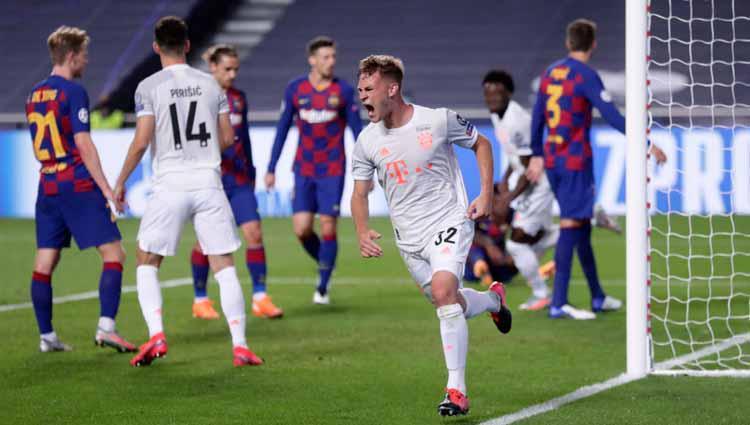Selebrasi Joshua Kimmich usai mencetak gol ke gawang Barcelona dalam laga perempatfinal Liga Champions 2019/20. Copyright: Manu Fernandez/Pool via Getty Images