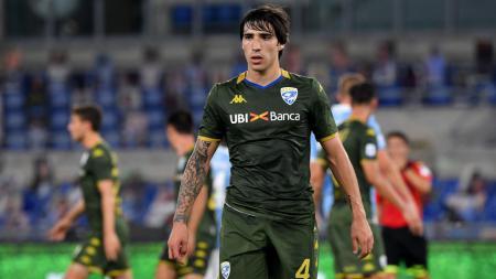 CEO Inter Milan, Beppe Marotta, dikabarkan meminta perpanjangan waktu kepada Presiden Brescia, Massimo Cellino, terkait transfer Sandro Tonali. - INDOSPORT