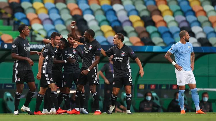 Para pemain Lyon merayakan gol kontra Manchester City di laga perempatfinal Liga Champions 2019/20, Minggu (16/08/20) dini hari WIB. Copyright: Matthew Ashton - AMA/Getty Images