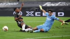 Indosport - Pemain Manchester United, Anthony Martial, dan kiper Sevilla, Yassine Bounou, di semifinal Liga Europa 2019/20, Senin (17/08/20) dini hari WIB.