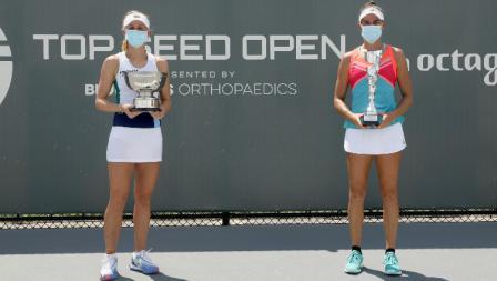 Jil Teichmann (Swiss) dan Jennifer Brady (AS) usai pertandingan final Top Seed Open 2020, Senin (17/08/20).