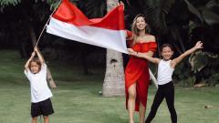 Indosport - Jennifer Bachdim bersama dengan kedua anaknya