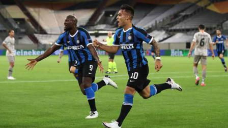 Selebrasi Lautaro Martinez usai mencetak gol ke gawang Shakhtar Donetsk pada semifinal Liga Europa 2019/20.
