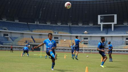 Persib Bandung akan kembali menggelar dua pertandingan uji coba di Stadion Gelora Bandung Lautan Api untuk persiapan menghadapi Liga 1 2020. - INDOSPORT
