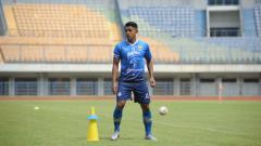 Indosport - Gelandang Persib Bandung, Febri Hariyadi, saat berlatih di Stadion GBLA, Kota Bandung
