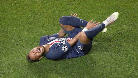 Neymar mengalami cedera saat pertandingan di laga Semi Final Liga Champion 19/08/2020 dini Hari. - INDOSPORT