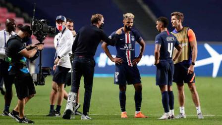 Pelatih Paris Saint-Germain, Thomas Tuchel bersama Eric Maxim Choupo-Moting dan Thilo Kehrer usai pertandingan.