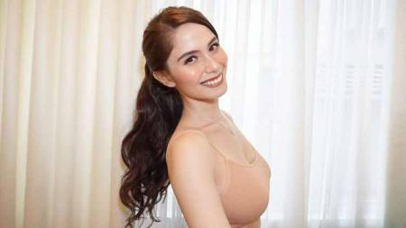 Jessy Mendiola, aktris dan juga model asal Filipina tetap tampil cantik serta seksi meskipun sedang melakoni workout sampai banjir keringat. - INDOSPORT