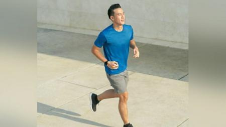 Penyanyi dangdut, Ridho Rhoma, merasa sangat senang bisa mengukir rekor saat olahraga lari bersama Daniel Mananta. - INDOSPORT