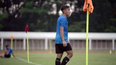 Indosport - Ibunda Jack Brown, Indah Brown mengungkapkan cerita menarik mengenai dukungan suaminya untuk sang anak yang tengah ikut pemusatan latihan Timnas Indonesia U-19.