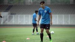 Indosport - Jack Brown dalam sesi latihan di Timnas Indonesia U-19.