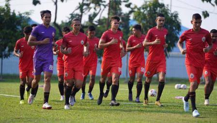 Persija Jakarta menggelar latihan perdana sebagai persiapan lanjutan Liga 1 2020 di Lapangan PSAU TNI AU, Halim, Rabu (19/08/20). Foto: Khairul Imam/Persija