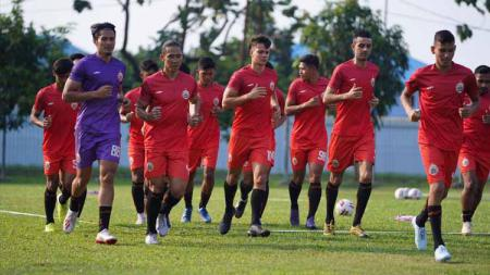 Persija Jakarta saat menjalani latihan perdana di Lapangan Halim, Jakarta. - INDOSPORT