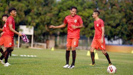 Gelandang klub Liga 1 Persija Jakarta, Evan Dimas ditempatkan satu kamar dengan Riko Simanjuntak dan hal tersebut mempermudah adaptasinya di tim Ibu Kota. - INDOSPORT