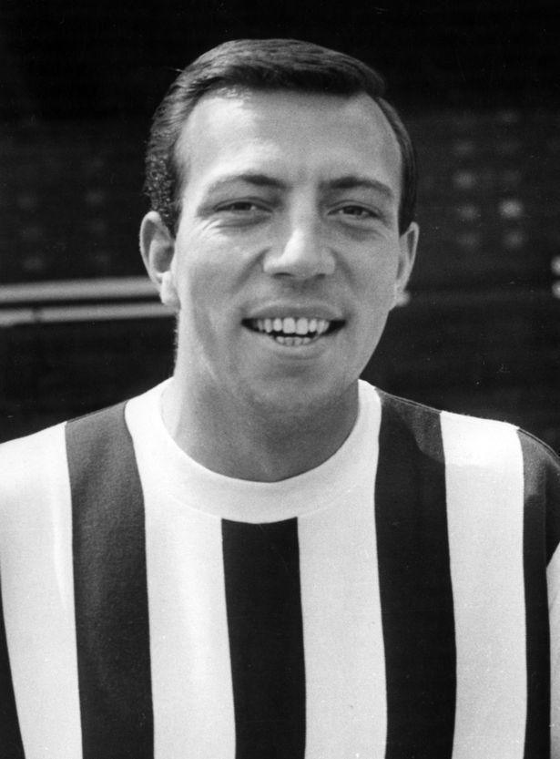 Eks pesepak bola Inggris yang pernah memperkuat West Brom di tahun 1968 yakni John Talbut Copyright: Mirrorpix