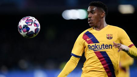 AC Milan dikabarkan masih belum menyerah untuk mendapatkan tanda tangan bek kiri Barcelona, Junior Firpo sebelum bursa transfer musim dingin ini ditutup. - INDOSPORT