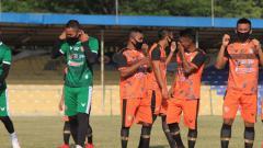 Indosport - Persiraja gelar latihan perdana pasca libur pandemi di Stadion H. Dimurthala, Banda Aceh, Kamis (20/08/20) sore.