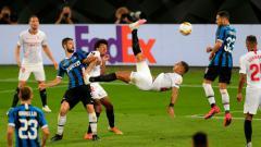 Indosport - nter Milan gagal menjadi jawara kompetisi Liga Europa musim 2019-2020 setelah takluk dari Sevilla di laga final dengan skor 2-3. Kegagalan tersebut ternyata juga ikut 'dinikmati' oleh pesaing Inter Milan, Juventus.
