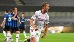 Indosport - Barcelona membuat kejutan di hari terakhir bursa transfer. Usai memulangkan Antoine Griezmann ke Atletico Madrid, mereka memboyong Luuk de Jong dari Sevilla.
