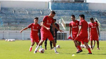 Suasana latihan Madura United. - INDOSPORT