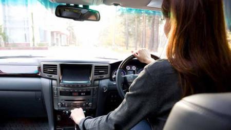 Belajar menyetir mobil sering menimbulkan rasa takut tersendiri bagi para pemula. Namun ada beberapa tips yang dapat dilakukan agar sesi belajar mengemudi menjadi lebih nyaman dan tentunya aman. - INDOSPORT