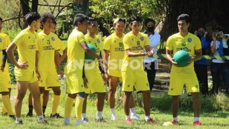 Arema FC tidak meluncurkan jersey khusus untuk Piala Menpora 2021. - INDOSPORT