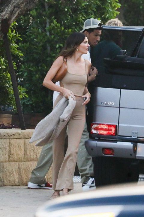 Pergi bareng, Kendall Jenner dan Devin Booker makin dekat. Copyright: Backgrid