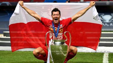 Predator Bayern Munchen, Robert Lewandowski, masih perkasa di puncak daftar top skor Bundesliga Jerman 2020/21, Senin (14/12/2020). - INDOSPORT