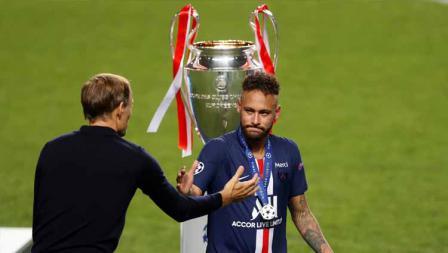Pemain Paris Saint-Germain, Neymar terlihat menangis usai timnya kalah di Final Liga Champions 2020.