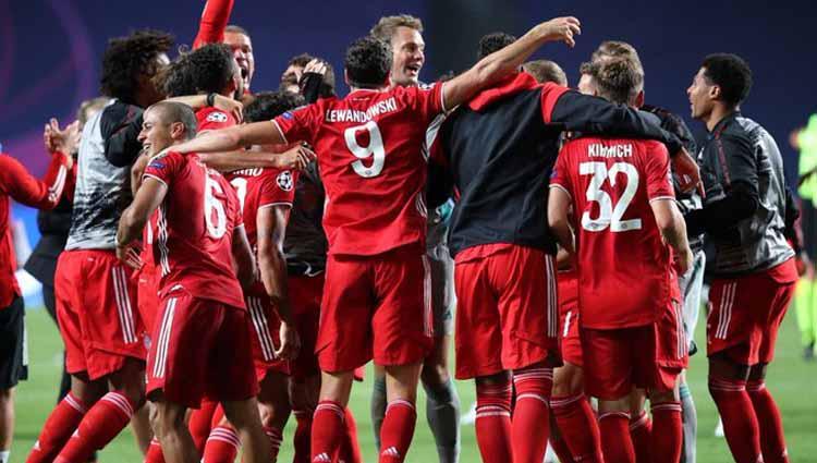 Selebrasi pemain Bayern Munchen setelah menang atas PSG di final Liga Champions 2020. Copyright: Twitter@ChampionsLeague