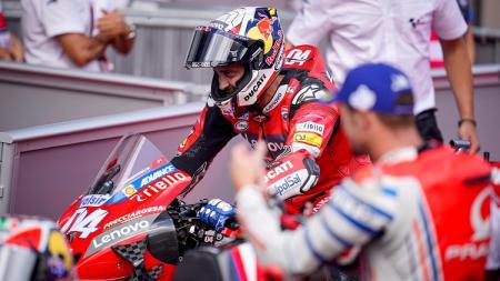 Valentino Rossi nampaknya sangat ingin melihat Andrea Dovizioso menjadi test rider alias pembalap uji coba untuk Yamaha di tahun 2021 mendatang. - INDOSPORT