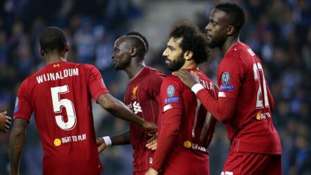 Raksasa Liga Inggris, Liverpool, akhirnya mengambil keputusan untuk melepas striker mereka, Divock Origi (kanan) di bursa transfer musim panas 2020 lantaran banyak tawaran. - INDOSPORT