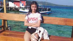 Indosport - Anak pasangan artis Anjasmara-Dian Nitami, Sasikirana Zahrani Asmara, ternyata seorang atlet ice skating.
