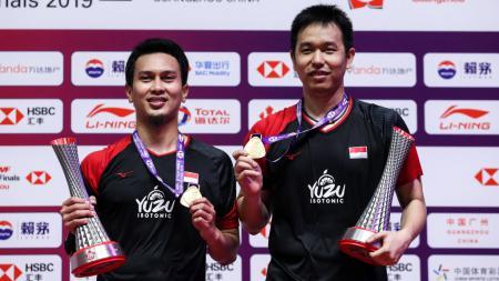 Mohammad Ahsan dan Hendra Setiawan saat memenangkan gelar juara BWF World Tour Finals 2019 lalu - INDOSPORT