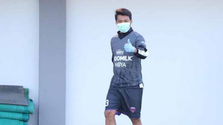 Pemain Persita Tangerang, Hamkah Hamzah saat latihan perdana. - INDOSPORT