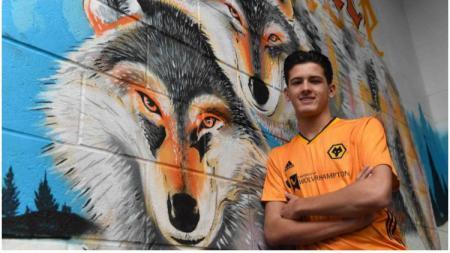 Pemain keturunan Indonesia-Belanda, Justin Hubner, memperkuat Wolverhampton Wanderers. - INDOSPORT