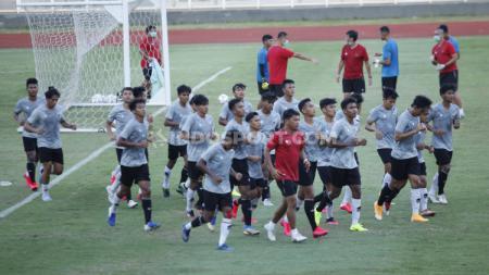 Skuat Timnas U-19 Latihan dan Dipimpin Shin Tae-yong. - INDOSPORT