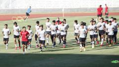 Indosport - Skuat Timnas U-19 saat menggelar latihan di Stadion Madya Senayan.