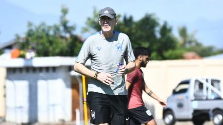 Pelatih PSIS Semarang, Dragan Djukanovic. - INDOSPORT