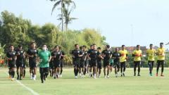 Indosport - Latihan skuat PSS Sleman di Lapangan Yogyakarta Independent School (YIS).