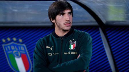 Pemain anyar AC Milan, Sandro Tonali, dikabarkan menelepon Gennaro Gattuso untuk meminta izin menggunakan nomor punggungnya di Rossoneri. - INDOSPORT