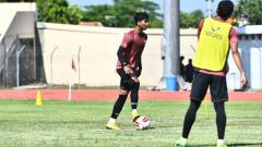 Indosport - M. Rio Saputro ketika mengikuti latihan perdana PSIS jelang dilanjutkannya kompetisi Liga 1.