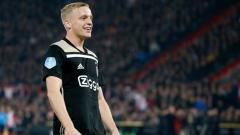 Indosport - Calon pemain baru Manchester United, Donny Van de Beek, mungkin akan menjadi seorang petani jika dia tidak bertemu legenda Arsenal, Dennis Bergkamp di Ajax.